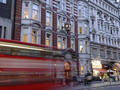 เรียนต่ออังกฤษ-St-Giles-London_home2
